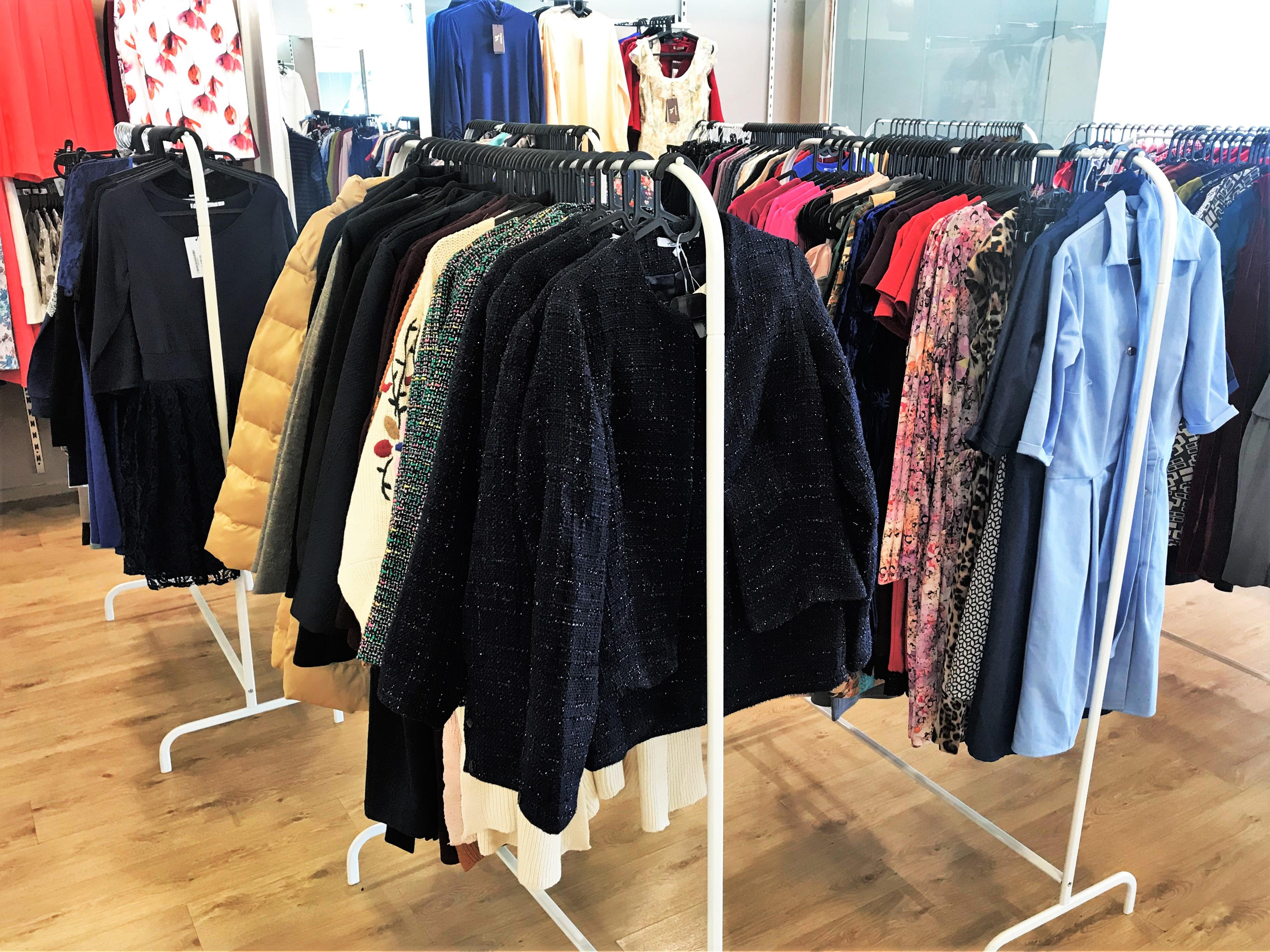 Большой выбор платьев и женской одежды представлен в магазине торговой марки ENNERGIIA, открывшемся в ТЦ Вертикаль.